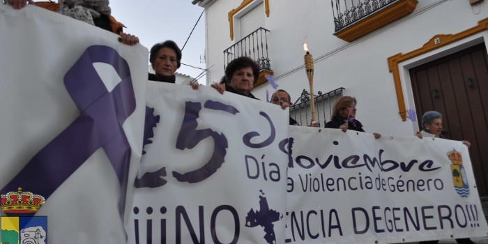 ÉXITO DE LA MANIFESTACIÓN CONTRA LA VIOLENCIA DE GÉNERO ORGANIZADA POR LA ASOCIACIÓN ALBAHACA