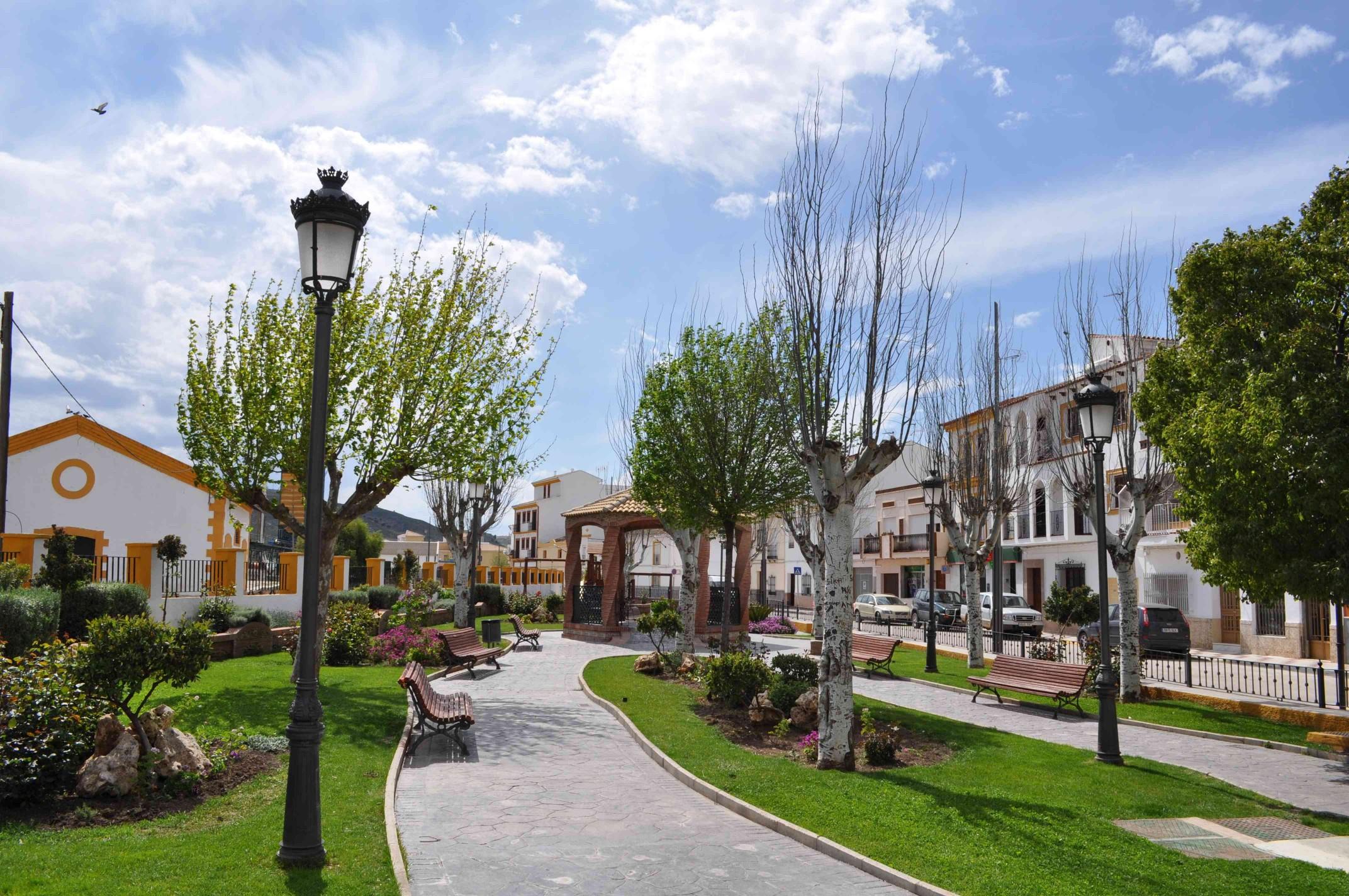 El ayuntamiento de almargen realiza mejoras en los parques for Jardines y parques